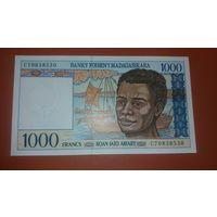 Банкнота 1000 франков Мадагаскар 199-