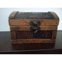 Шкатулка деревянная старая, 11*8*7,5 см