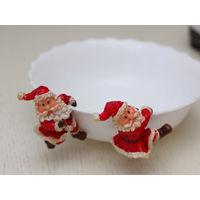 Фигурки Деда Мороза для украшения праздничного стола, цепляются за тарелки, чашки и пр. Поштучно.