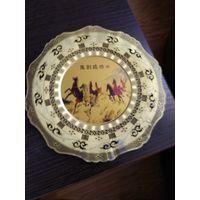 """Декоративная бронзовая тарелка с медальоном"""" Кони """"Китай."""
