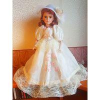 Фарфоровая кукла (42 см)
