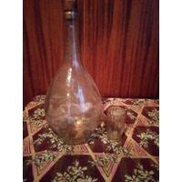 Старенький бутыль для вина, самагона и чарка.