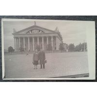 Фото Минск. На центральной площади. Дворец профсоюзов. 1960-е. 9х14 см.