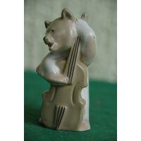 Медведь играет на контрабасе  ЛЗФИ  из серии квартет    целая