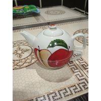Чайник -заварник (с чашкой внизу чайника,небольшой)