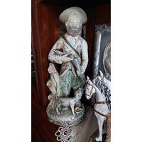 Очень большая фарфоровая статуэтка  охотник с собачкой,  Италия