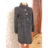 Стильное пальто от Liu Jo на 42-44 размер, оригинал. Пальто не носила, покупала за границей. Состояние идеальное, бирка внутри пальто срезана, по размеру 42-44, возможно на 46 на небольшую грудь.