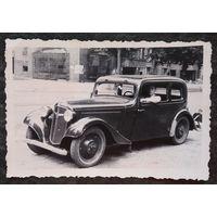 Фото на трофейном автомобиле. 1940-е. 6х9 см.