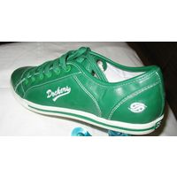 Женские кеды  (сникерсы) немецкой фирмы Dockers - новые , оригинальные , с европы Размер 38 (UK6;EUR39).длина стельки- 25 см Идеальный вариант городской и прогулочной обуви. Материал - кожзам, несколь