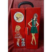 Кейс-шкаф для хранения кукольной одежды.