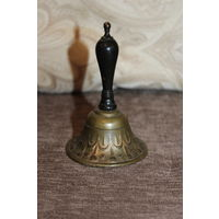 Металлический колокольчик, с деревянной ручкой, обмеднённый, высота 11 см.,  звонкий, из Европы.