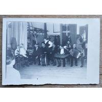 Фото сельского музыкального ансамбля. 1960-е. 9х13 см.