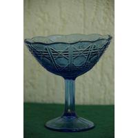 Ваза синее стекло  НЕМАН   ( высота 14 см , диаметр 13,5 см )