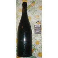 Старинная бутылка из под вина