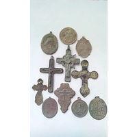 Старинные крестики, медальоны.