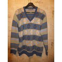 Фирменный мужской свитер Monte Carlo на размер примерно 48-50,замеры внутри, состав - шерсть ягнят Замеры Погруди 59 см, Длина 76 см, Длина рукава 65 см Состояние нормальное, носили немного Покупали д