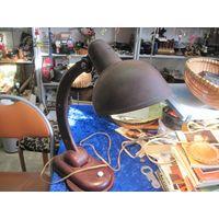 Старая настольная бакелитовая лампа.
