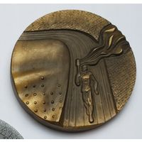 """Медаль настольная """"Пятая республиканская спартакиада"""" 1944-1979 год. Тяжёлая!"""