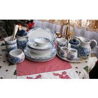 Большой набор посуды Бело-голубой 18 предметов. Кувшин,сахарница,солонка,для специй,тарелки и пр.