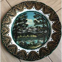 Авторская настенная тарелка расписана в ручную