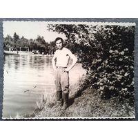 """Минск. В доме отдыха """"Ждановичи"""". 1952 г. 8х11 см."""
