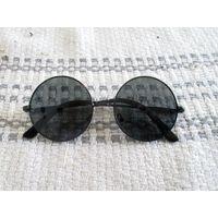 Солнечные очки с УФ фильтром.