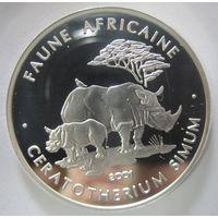 Чад. 500 франков Серебро 2001. Носороги. Серебро (67)