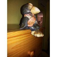 Деловая ворона сидящая. Керамика.