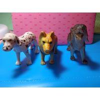 Три фигурки собак