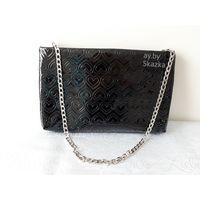 Клатч Mary Kay. Сумочка черного цвета на цепочке Мэри Кэй. Модная черная сумка-клатч Мэри Кэй. Сумочка с сердечками.