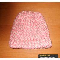 Шапка кремово-розовая вязаная
