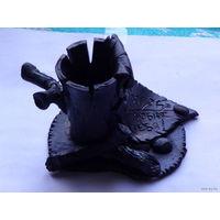 Подставка под карандаши и ручки. эксклюзив из обозжонной глины. цвет чёрный