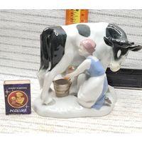 Большая С 1 рубля статуэтка фарфор, ГДР Германия Девушка доярка и Корова