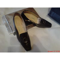 Туфли  кожаные 39-40 р,удобные на небольшом каблучке.