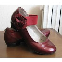Кожанные лаковые туфельки, р.32