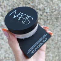 Прозрачная рассыпчатая фиксирующая пудра для лица Nars Light Reflecting Setting Powder Translucent