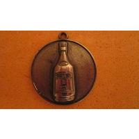 Подвеска брелок сувенир. Бутылка. Прикольный