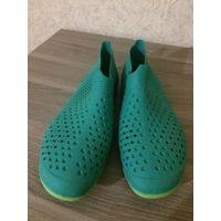 Резиновые тапочки на 39-40 размер, зеленого цвета. Германия. Новые. Длина подошвы примерно 25,5 см.