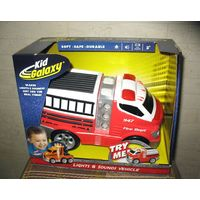 Пожарная машина Kid Galaxy со светом и звуком (бренд США) 2+ Новая, коробка не открывалась. Световые и звуковые эффекты работают от 3 элементов питания типа АА (входят в комплект)  Игрушки серии Kid G