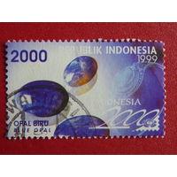 Индонезия 1999г. Голубой опал.