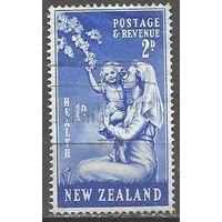 Новая Зеландия. Здоровье детей. Медсестра с ребёнком. 1949г. Mi#308.