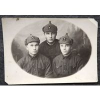 Фото трех военных. 1938 г. 9х12 см.