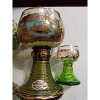 Очень красивые 2 бокала и две рюмки из богемского стекла с золотом.