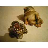 Лягушка на деньгах, талисман + вторая в подарок.