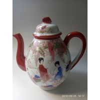 Старинный фарфор. Коллекционный  Чайник . Ручная роспись .
