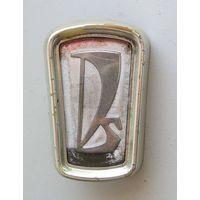 Эмблема ВАЗ-2103 ( 2103-8212012 ) б/у