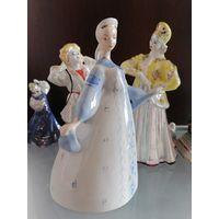 Фарфоровая статуэтка Лебёдушка (Девушка в сарафане). Коростень 1950-е годы