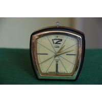 Часы Слава ,корпус бакелит  60 -е     все работает