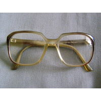 Старые диоптрийные очки в роговой оправе