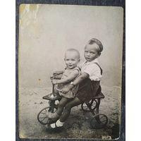 Фото. Дети на велосипеде. 8х11 см.